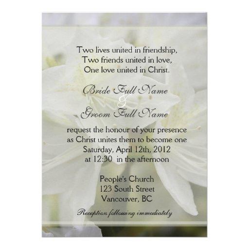 La azalea blanca bonita florece el boda cristiano invitaciones personales