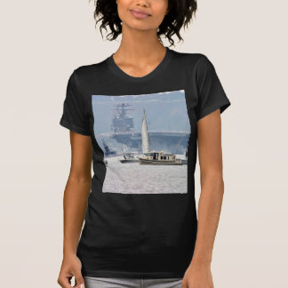 La bahía de portaaviones envía los barcos camiseta