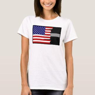 La bandera americana hecha andrajos platea camiseta