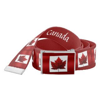 La bandera de Canadá ceñe las correas clásicas de