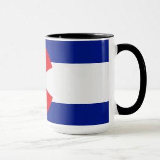 La bandera de Colorado en una taza de café