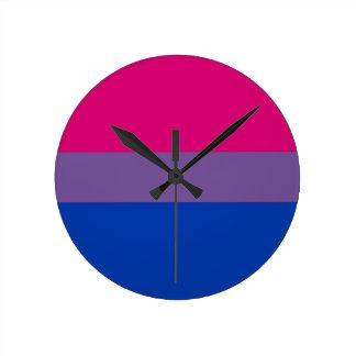 La bandera del BI vuela para el orgullo bisexual Reloj Redondo Mediano