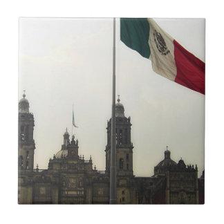 La Bandera Mexica de la estafa del EL Zocalo del D Azulejo Cuadrado Pequeño
