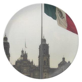 La Bandera Mexica de la estafa del EL Zocalo del D Plato Para Fiesta