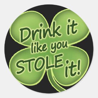 La bebida que tiene gusto de usted lo robó pegatina redonda