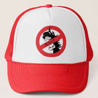 La bellota muerde el gorra de los matones