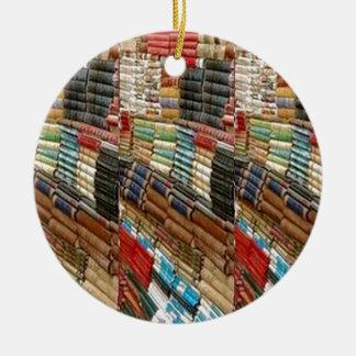 La biblioteca del ratón de biblioteca de los adorno navideño redondo de cerámica