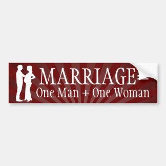La boda iguala a un hombre + Una pegatina para el