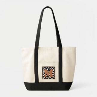 La bolsa de asas con monograma de la piel de la