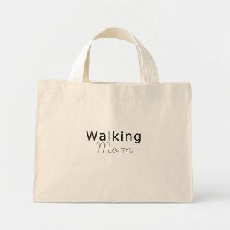 La bolsa de asas de la mamá que camina