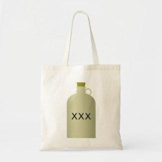 La bolsa de asas del jarro del alcohol ilegal