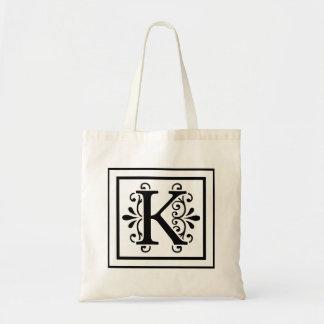 La bolsa de asas del monograma de la letra K