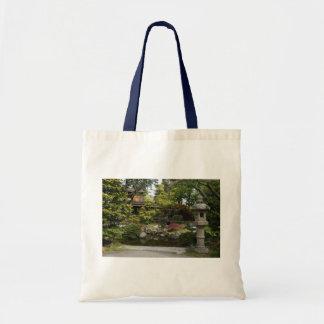 La bolsa de asas japonesa del jardín de té de San