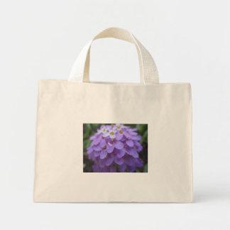 La bolsa de asas púrpura de la flor