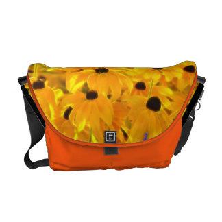 La bolsa de mensajero amarilla de la pintura del a bolsa messenger