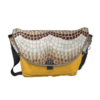 La bolsa de mensajero beige del medio del mosaico bolsa de mensajeria