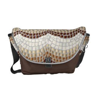 La bolsa de mensajero beige del medio del mosaico bolsas messenger