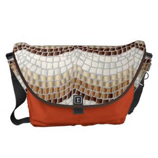 La bolsa de mensajero grande del mosaico beige bolsas de mensajeria