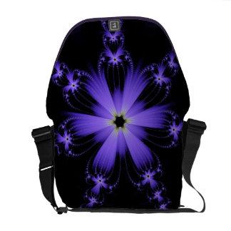 La bolsa de mensajero púrpura de la explosión de bolsa de mensajeria