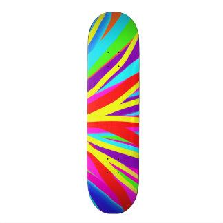 La brocha colorida viva frota ligeramente arte patines personalizados