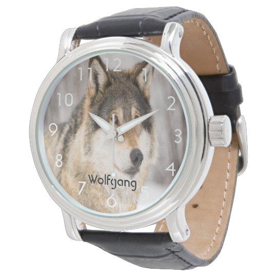 La cabeza de encargo de la cara del lobo en un reloj