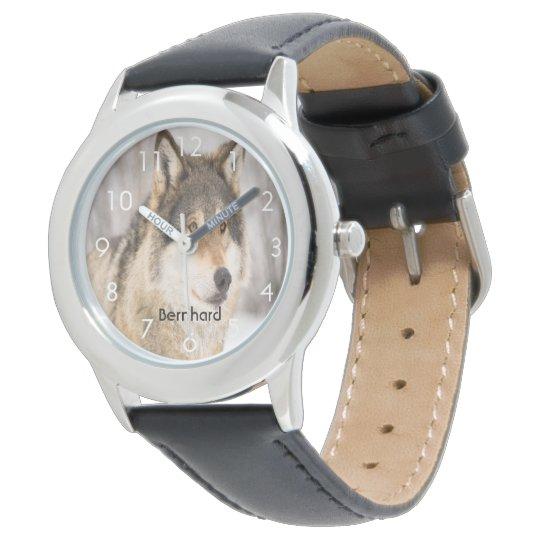 La cabeza de encargo de la cara del lobo en un reloj de pulsera