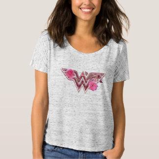 La camelia rosada de la Mujer Maravilla florece el Camiseta