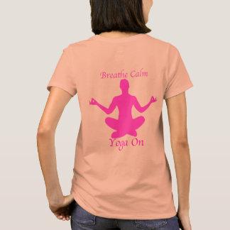 La camisa de la yoga respira yoga tranquila