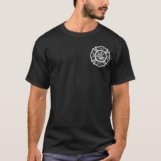 La camisa de los hombres del cuerpo de bomberos