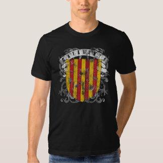 La camisa oscura de los hombres de Cataluña
