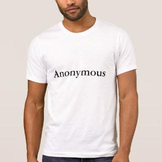 La camiseta anónima de los hombres
