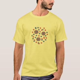 La camiseta básica de los hombres con las bolas