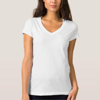 La camiseta con cuello de pico cabida de las