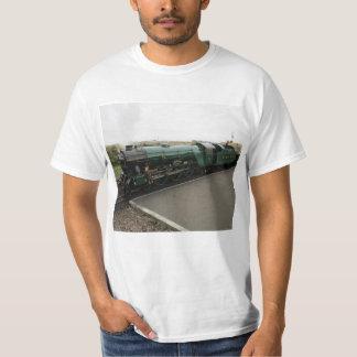 La camiseta con el vapor (frente) y el diesel