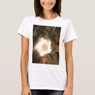 La camiseta de la flor blanca
