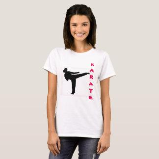 La camiseta de la mujer del karate