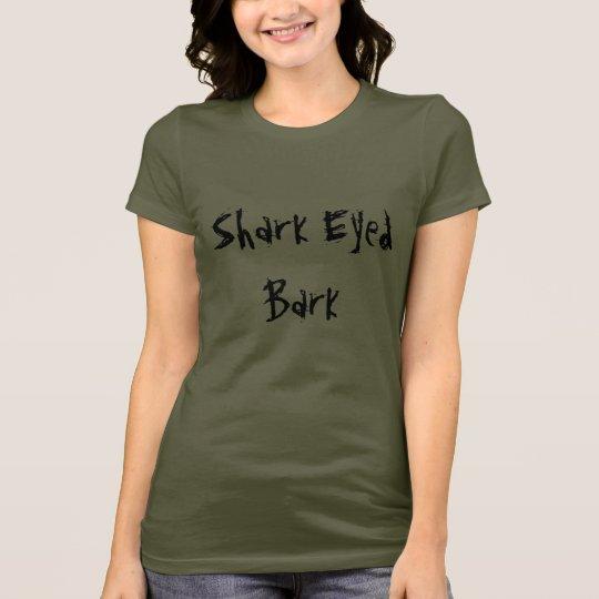 La camiseta de la mujer observada tiburón de la