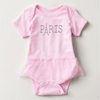 La camiseta de la niña de la torre Eiffel de París