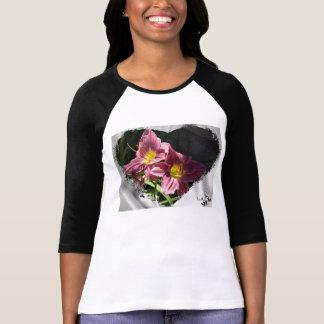 La camiseta de las mujeres abstractas