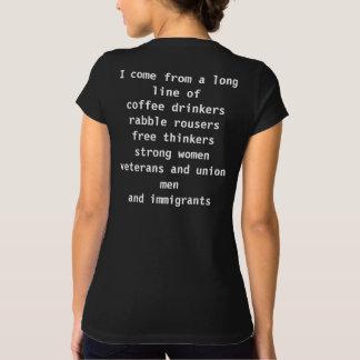 La camiseta de las mujeres inmigrantes patrióticas