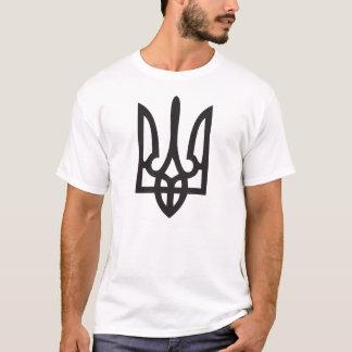 La camiseta de los hombres con el ucraniano grande