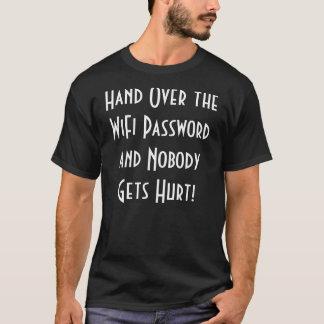 La camiseta de los hombres de la contraseña de