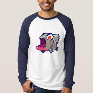 La camiseta de los hombres de la piraña