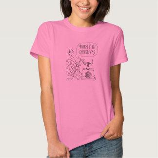 La camiseta del chica de teléfono