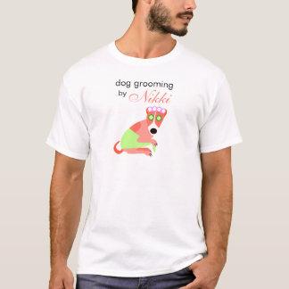 La camiseta del Groomer del perro