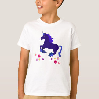 La camiseta del niño azul Prancing del unicornio