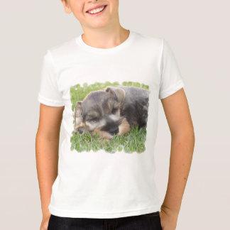 La camiseta del niño del Schnauzer que dormita