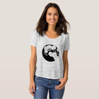 La camiseta desgarbada de las mujeres de la
