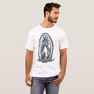 La camiseta esquelética juzgada de Maria