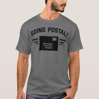 La camiseta gris oscuro de los hombres postales